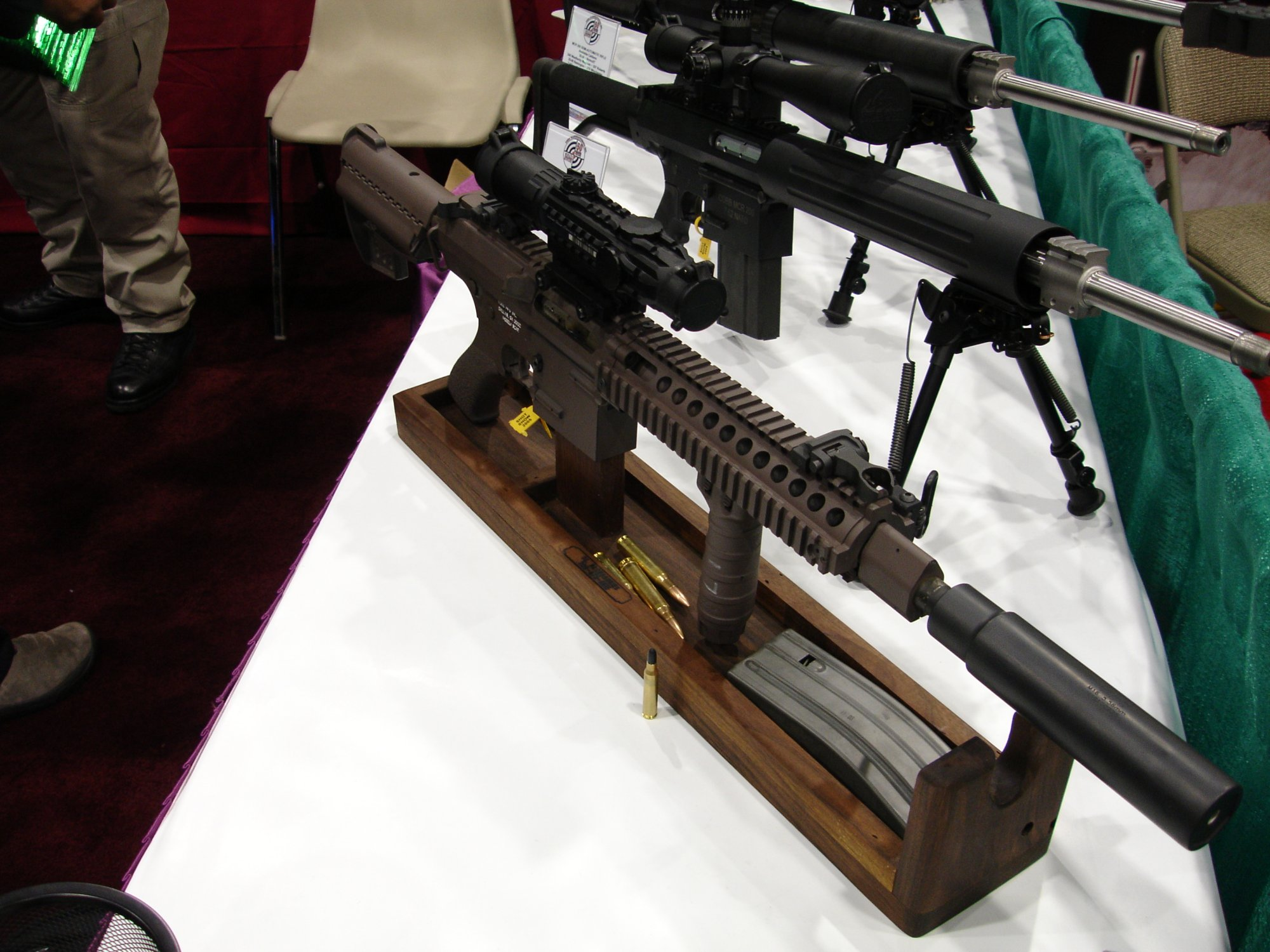 CobbMCR SCARprototype.308 1 <!  :en  >Cobb SCAR Candidate/MCR Prototype Weapons at SHOT Show 2005<!  :  >