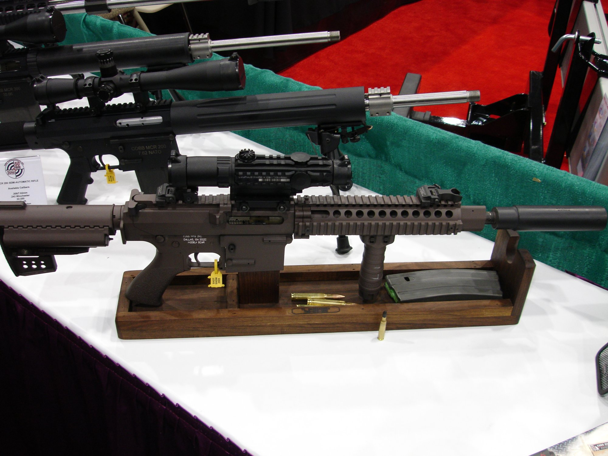 CobbMCR SCARprototype.308 3 <!  :en  >Cobb SCAR Candidate/MCR Prototype Weapons at SHOT Show 2005<!  :  >