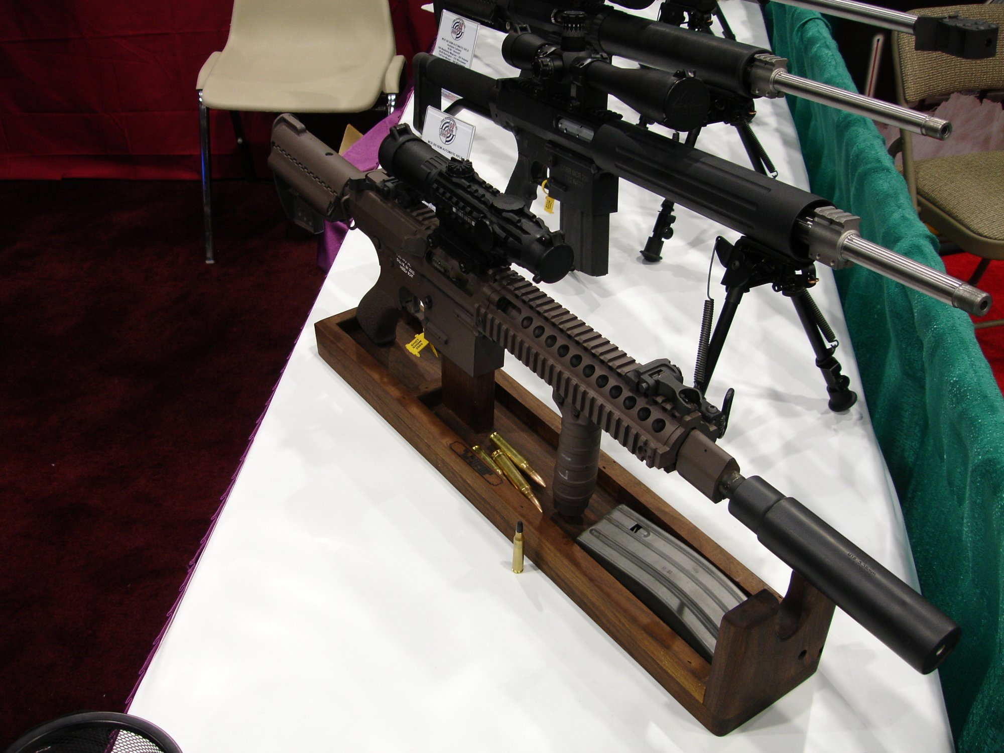 CobbMCR SCARprototype.308 5 <!  :en  >Cobb SCAR Candidate/MCR Prototype Weapons at SHOT Show 2005<!  :  >