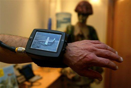 Israeli%20Wrist%20Video Large <!  :en  >V RAMBO Wrist Video System Puts Real Time Video Right on Soldiers Wrists<!  :  >