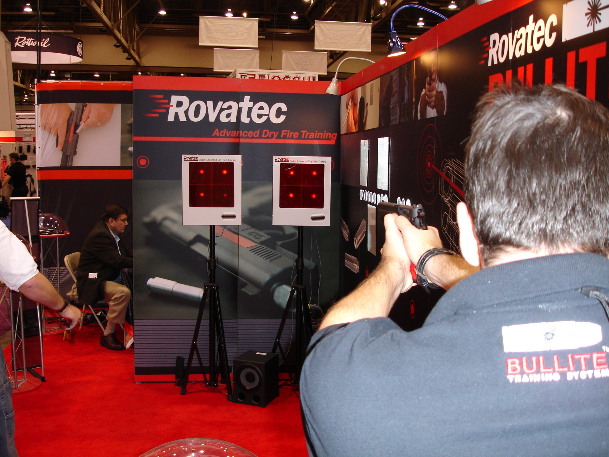 ROVATEC 2 <!  :en  >SHOT Show 2005: Rovatec Bullite Training System for Tactical Shooters<!  :  >