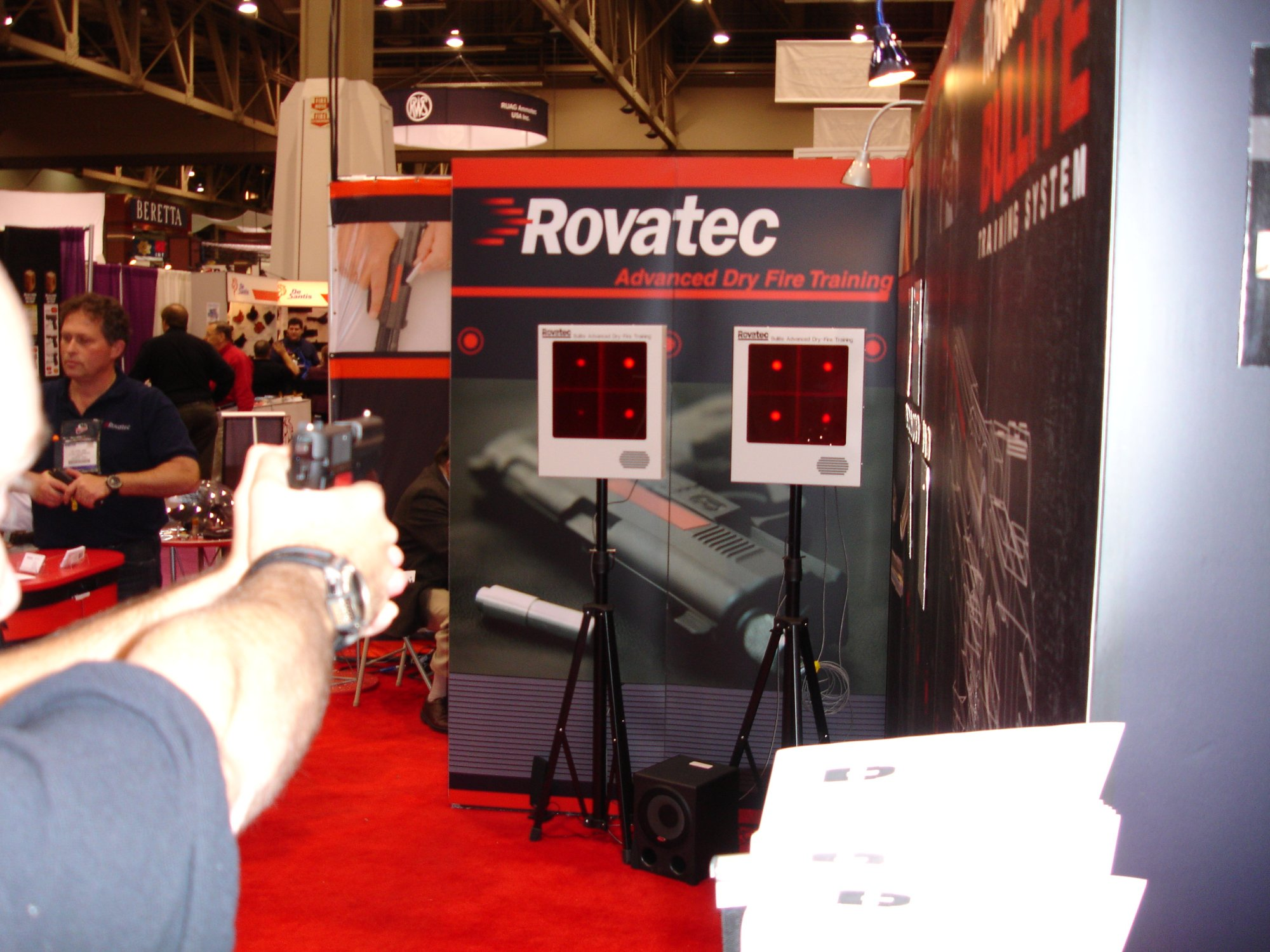ROVATEC 3 <!  :en  >SHOT Show 2005: Rovatec Bullite Training System for Tactical Shooters<!  :  >