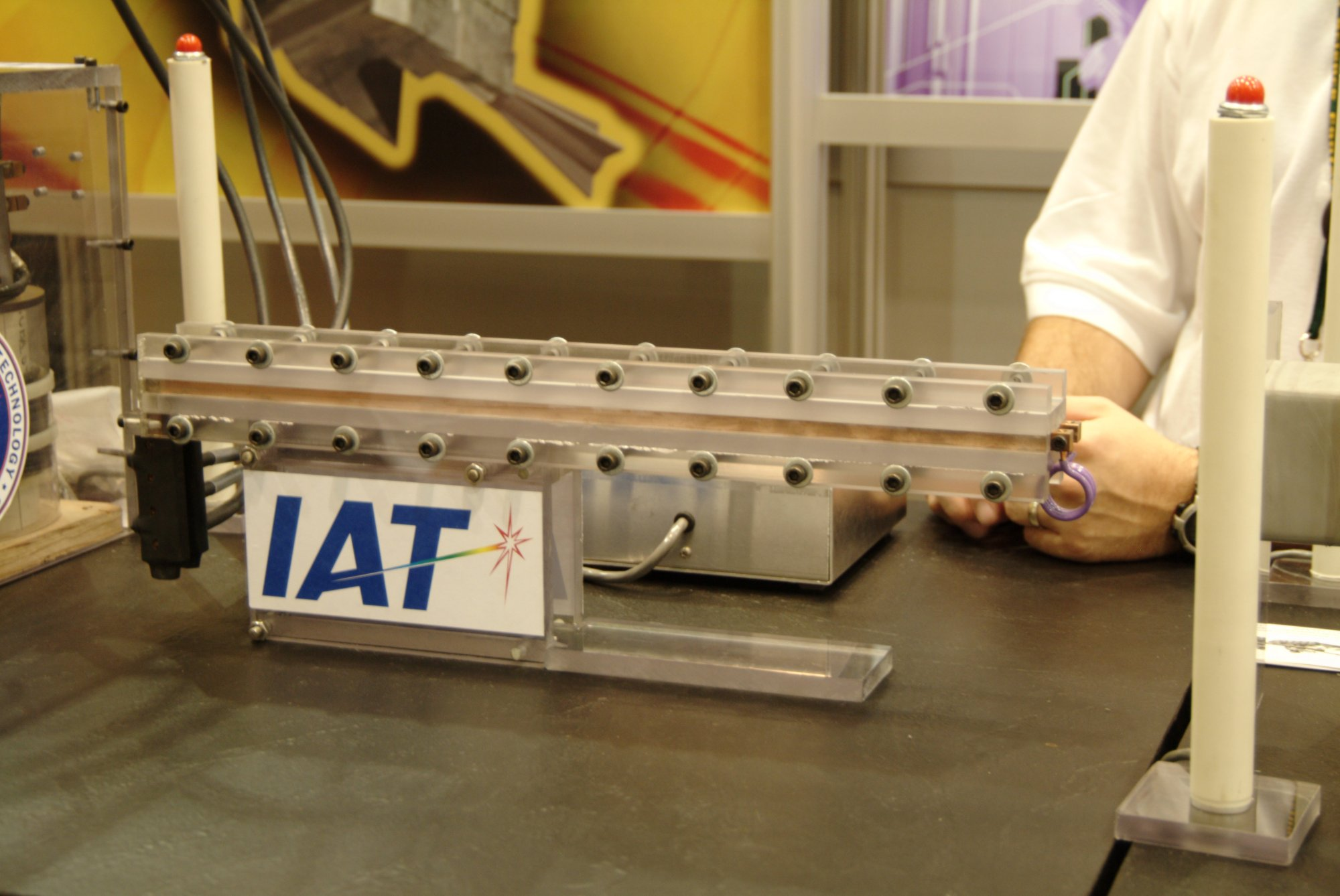 RailgunIAT 1 <!  :en  >IAT Electromagnetic Systems Division Developing Rail Gun Tech for U.S. Military<!  :  >