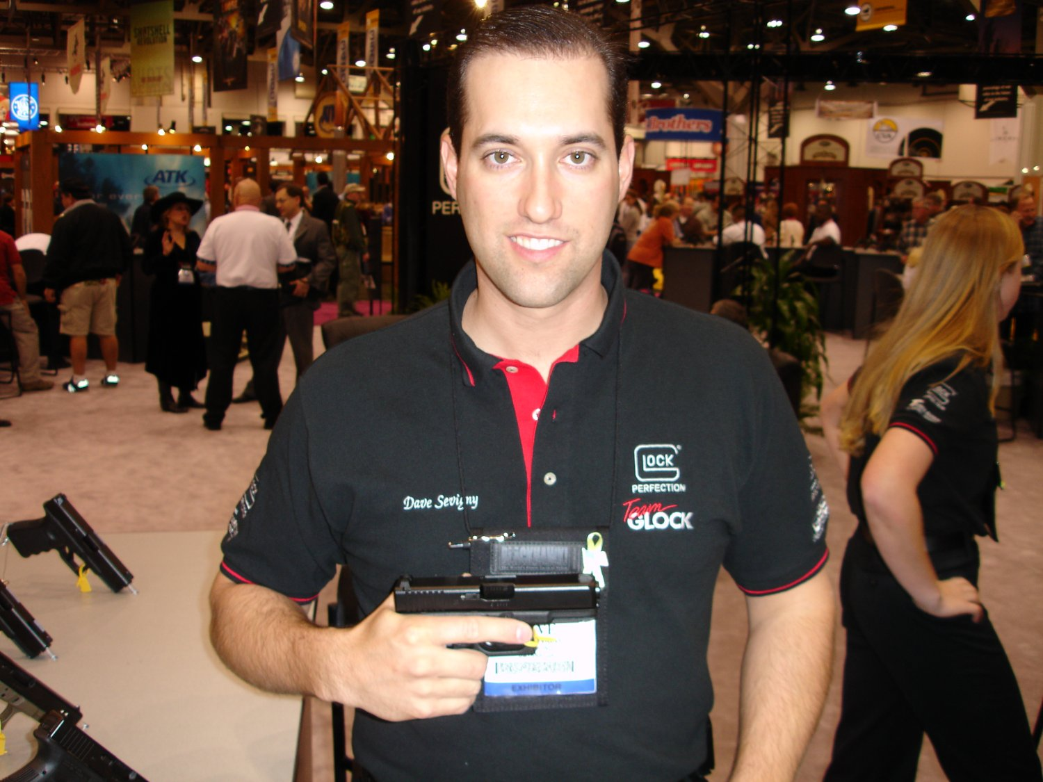 SHOTShow2005 DaveSevignywithGlock38 1 <!  :en  >Glock 38 (G38) Compact and Glock 39 (Subcompact) Pistols & Tactical Light/Laser<!  :  >