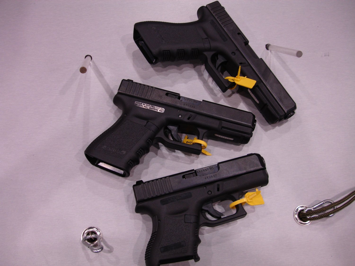 SHOTShow2005 Glock37,38,39%20%28.45%20GAP%29 1 <!  :en  >Glock 38 (G38) Compact and Glock 39 (Subcompact) Pistols & Tactical Light/Laser<!  :  >