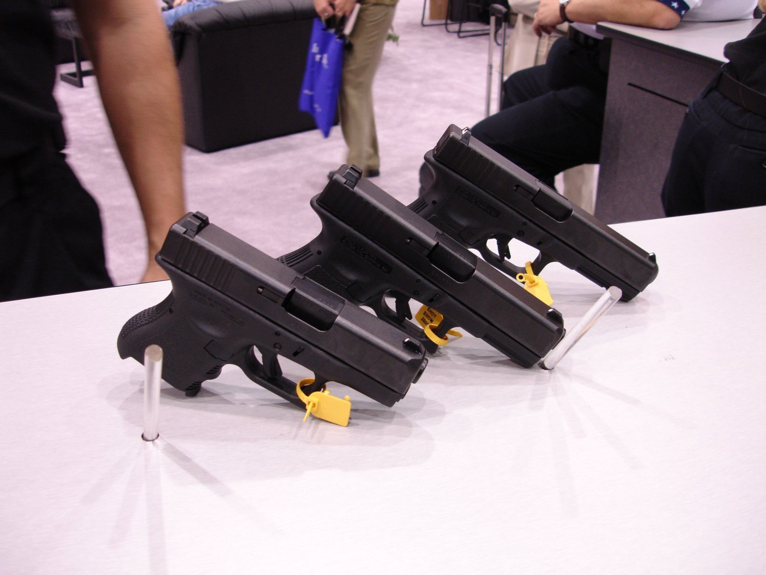 SHOTShow2005 Glock37,38,39 2 <!  :en  >Glock 38 (G38) Compact and Glock 39 (Subcompact) Pistols & Tactical Light/Laser<!  :  >