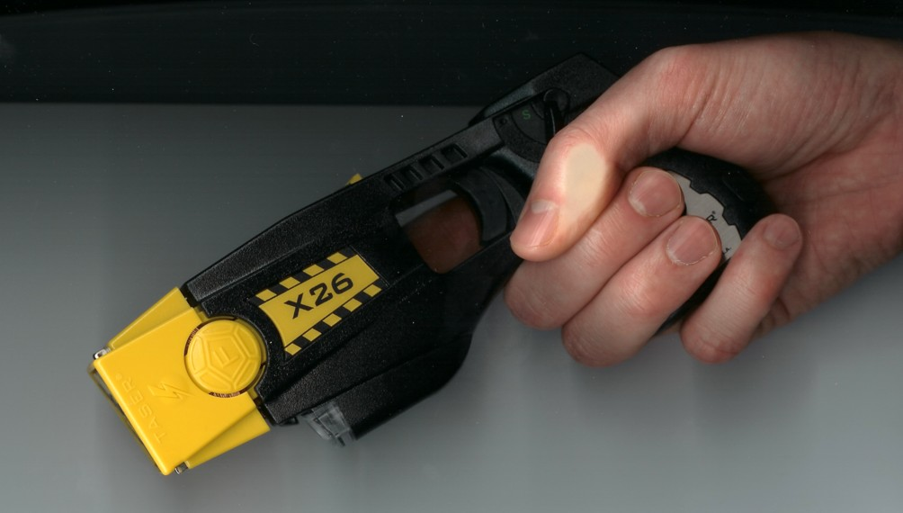 Taser%20X26 Gripped LeftSide <!  :en  >TASER X26 Less Lethal Weapon for Police/LE 1st Responders<!  :  >