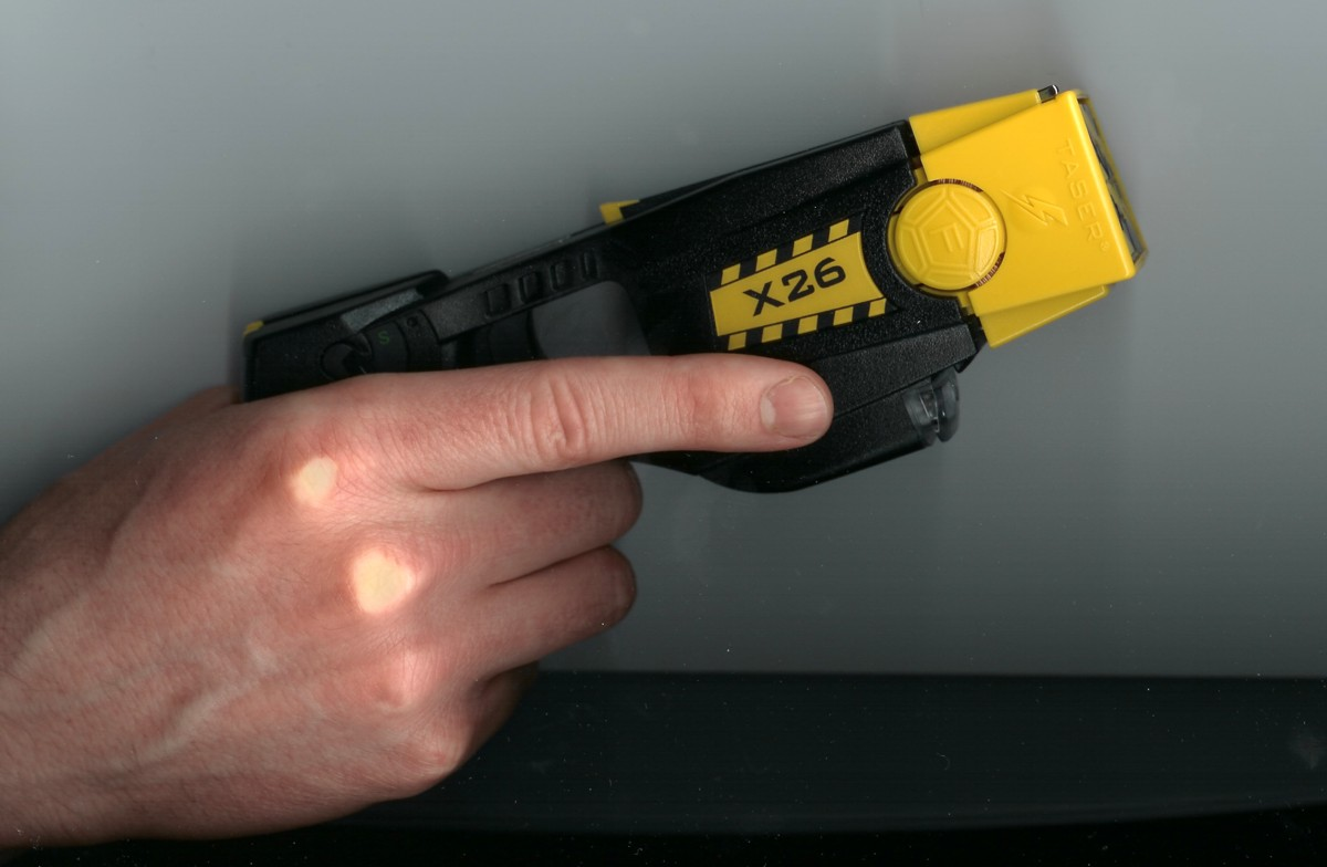 Taser%20X26 Gripped RightSide <!  :en  >TASER X26 Less Lethal Weapon for Police/LE 1st Responders<!  :  >