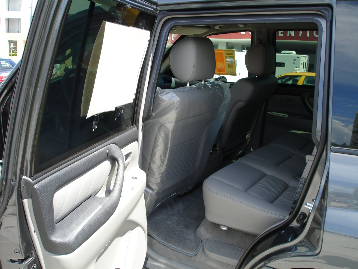 <!  :en  >Low Profile, Lightweight Armored SUV for Security Operations<!  :  >