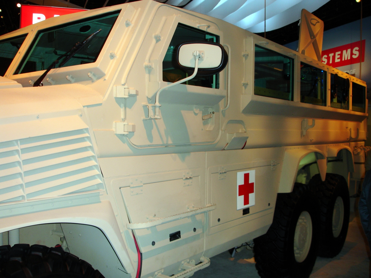 <!  :en  >DefRev First Look: BAE Systems RG33 Series MRAP Vehicles<!  :  >
