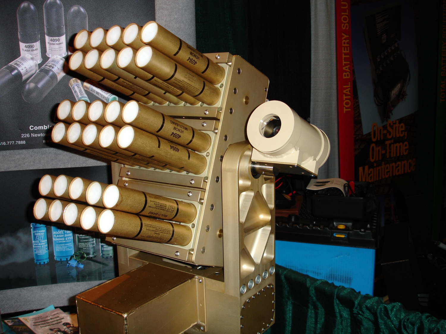 <!  :en  >VENOM Less Lethal 40mm Munitions Launcher for Urban Warfare Operations<!  :  >