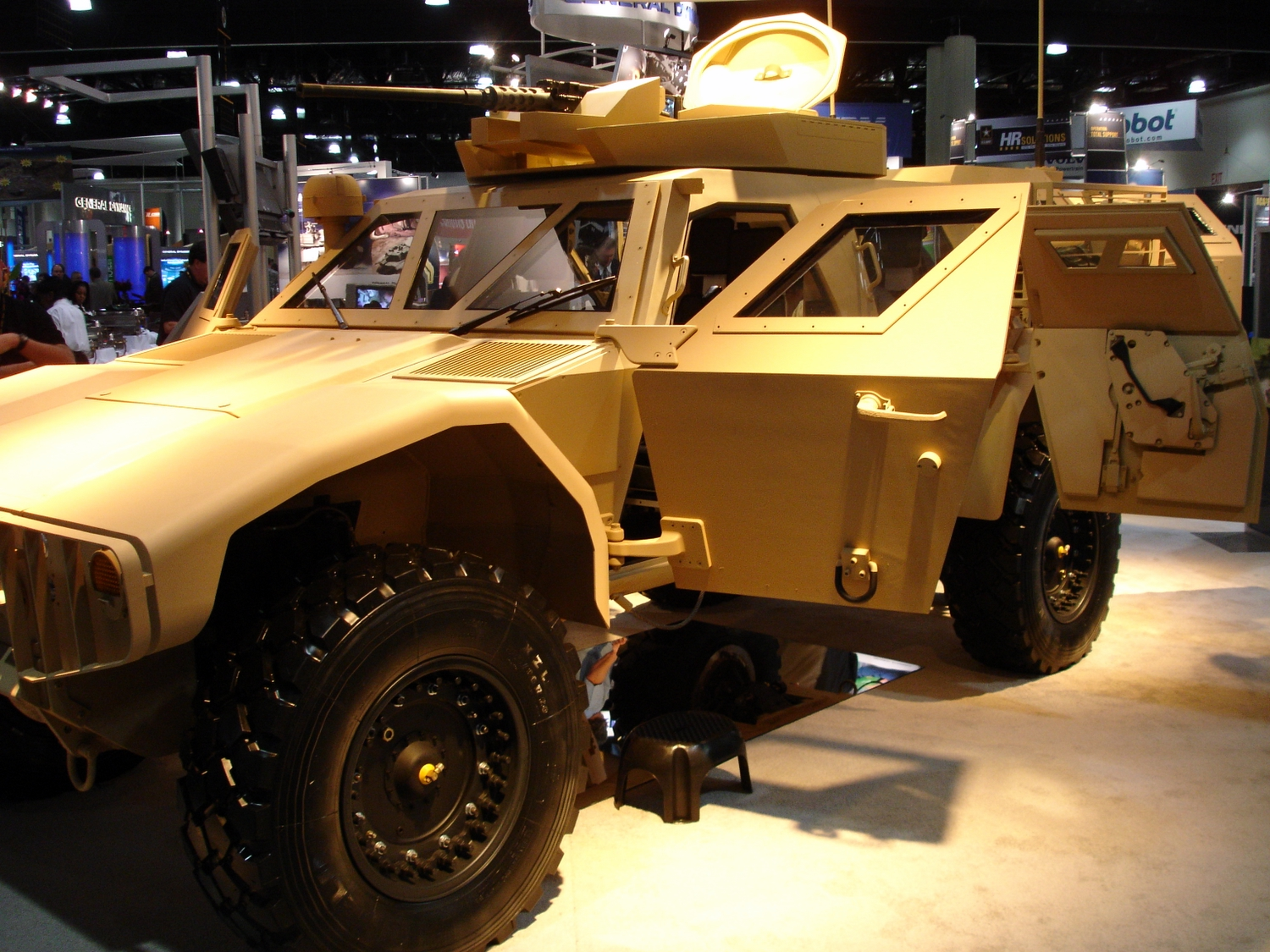 <!  :en  >DefRev Exclusive: Advanced Ground Mobility Vehicle (AGMV) JLTV Tech Demonstrator<!  :  >