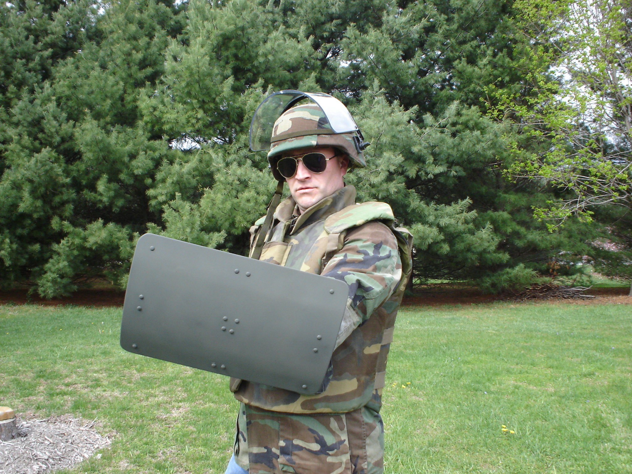 Picture%20012 <!  :en  >Mini Battle Shield/Combat Shield Being Developed for Urban Warfare/MOUT Ops<!  :  >