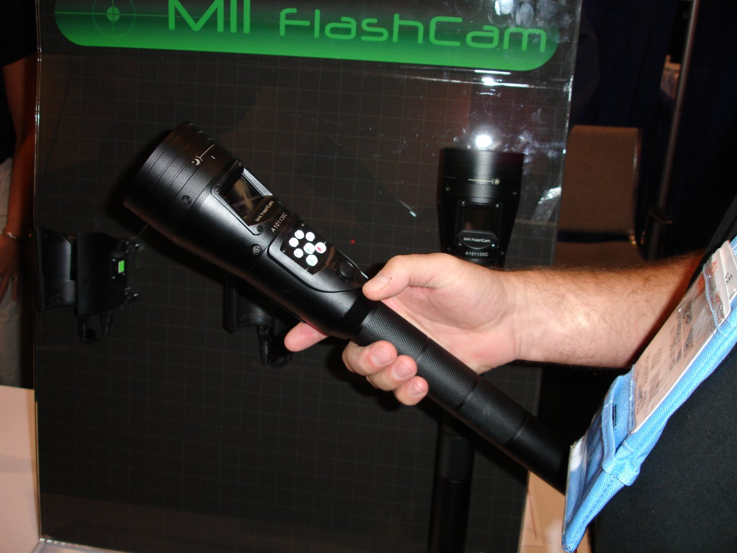 <!  :en  >CamLite vs. MII Flashcam: Mobile Tactical Video System Showdown<!  :  >
