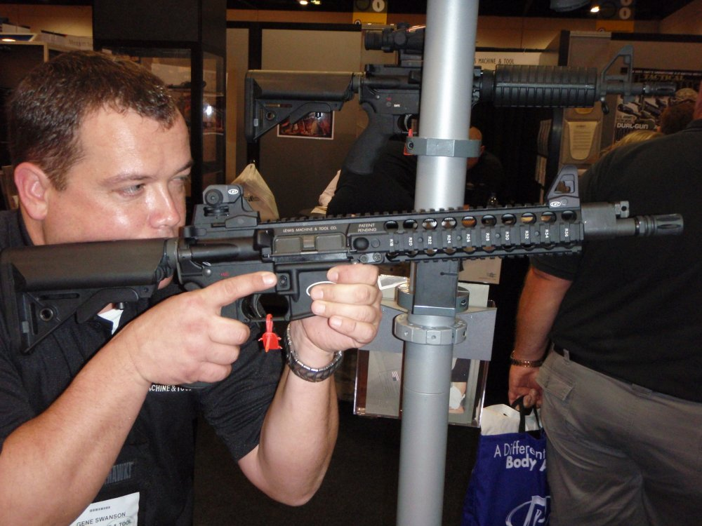 LMT MRP Gas Piston SHOT Show 2009 3 <!  :en  >LMT MRP QCB Gas Piston/Op Rod Carbines and SBRs in 5.56mm and 6.8mm<!  :  >