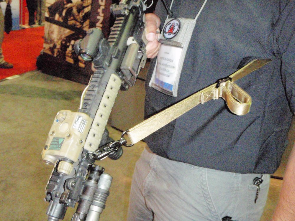 MagPul Sling SHOT Show 2009 2 <!  :en  >MagPul Dynamics Single Point (One Point)/Two Point Tactical Carbine/Rifle Sling<!  :  >