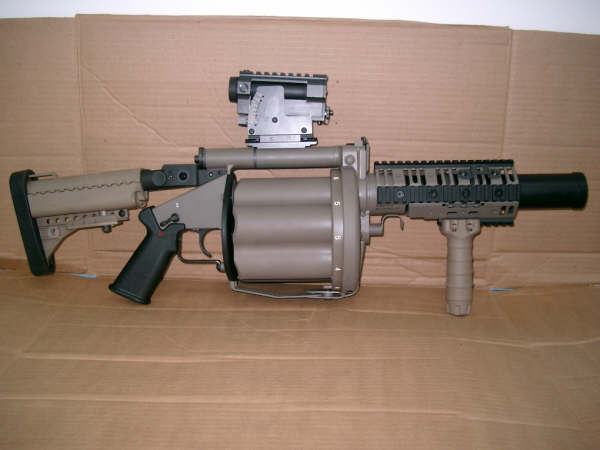 <!  :en  >Marines Get New Six Shot 40mm Grenade Launcher: Meet the M32 MGL.<!  :  >