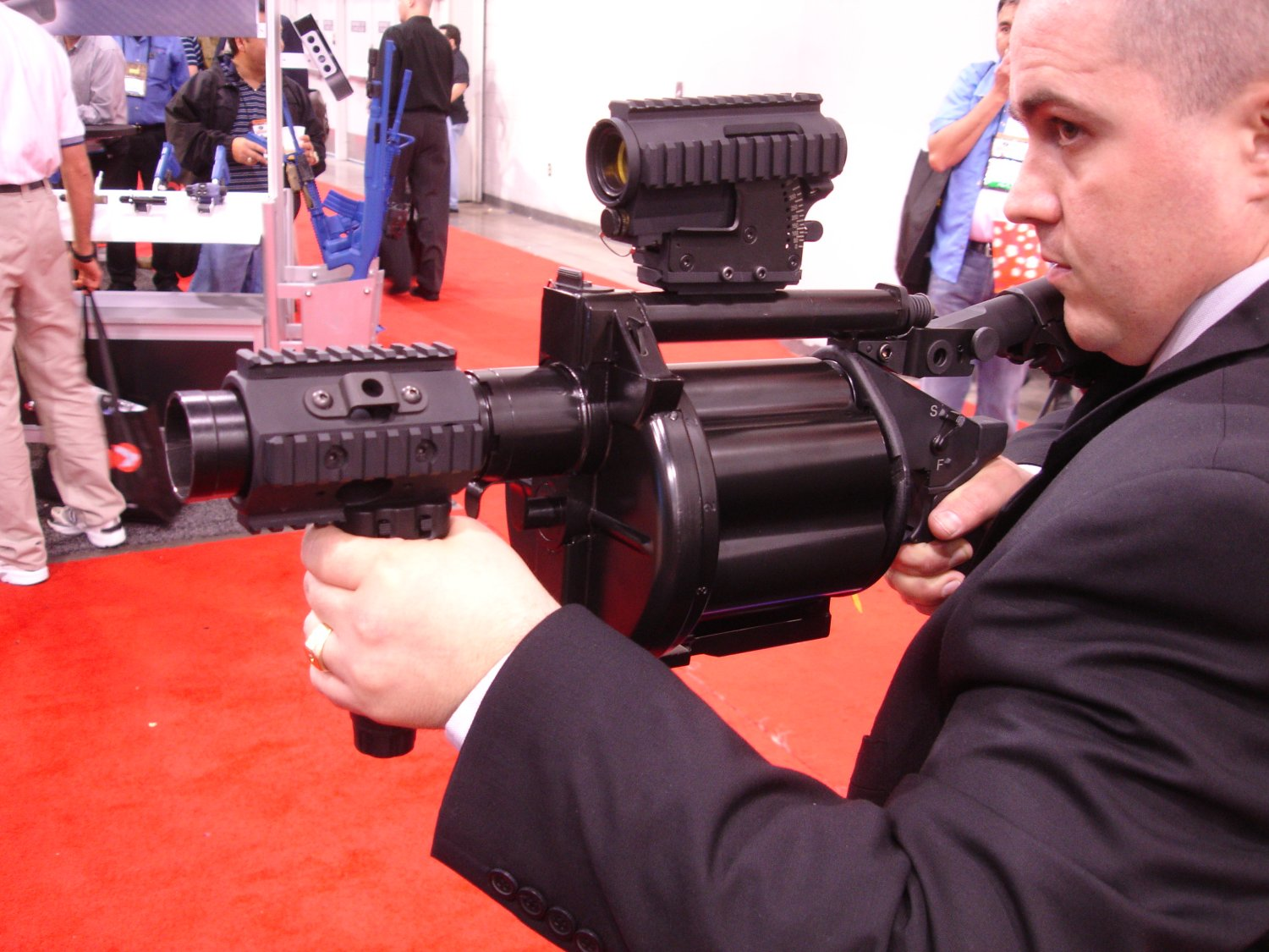 Milkor MGL 15 SHOTShow2008 2 02 08 <!  :en  >Milkor USA Shorty 40mm Multi Grenade Launchers at SHOT Show 2008: Milkor USA Mk14 Mod0 MSGL Prototype Weapon<!  :  >
