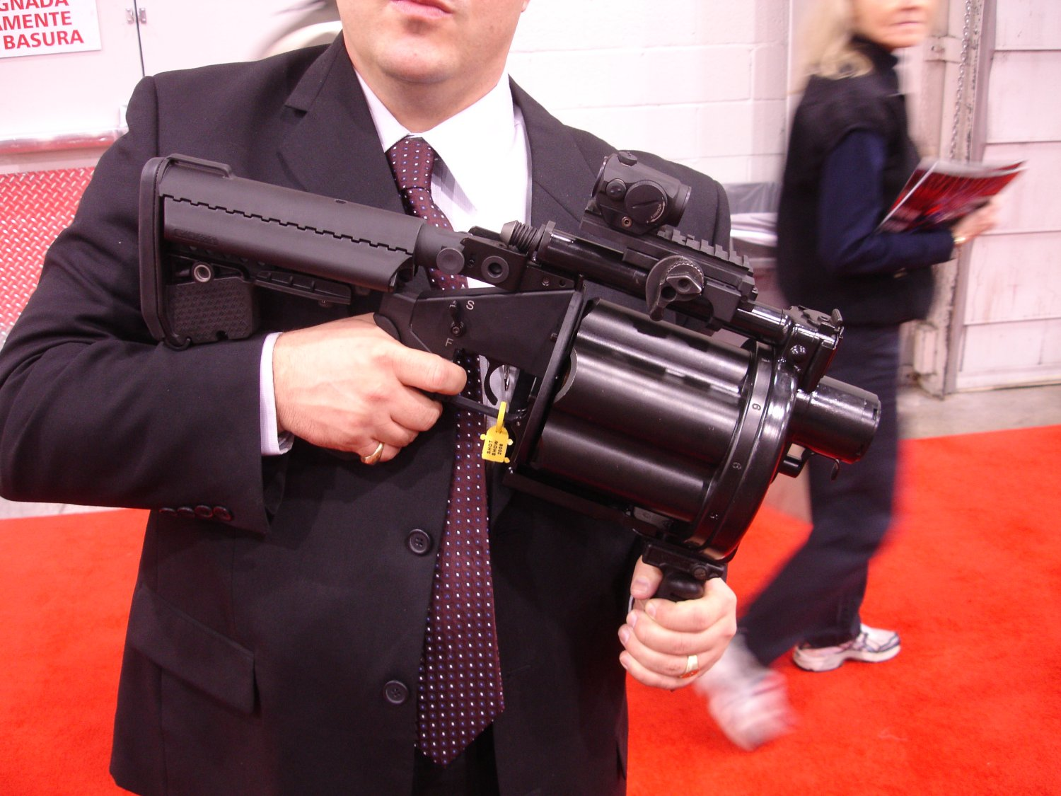 Milkor MGL 5 SHOTShow2008 2 02 08 <!  :en  >Milkor USA Shorty 40mm Multi Grenade Launchers at SHOT Show 2008: Milkor USA Mk14 Mod0 MSGL Prototype Weapon<!  :  >