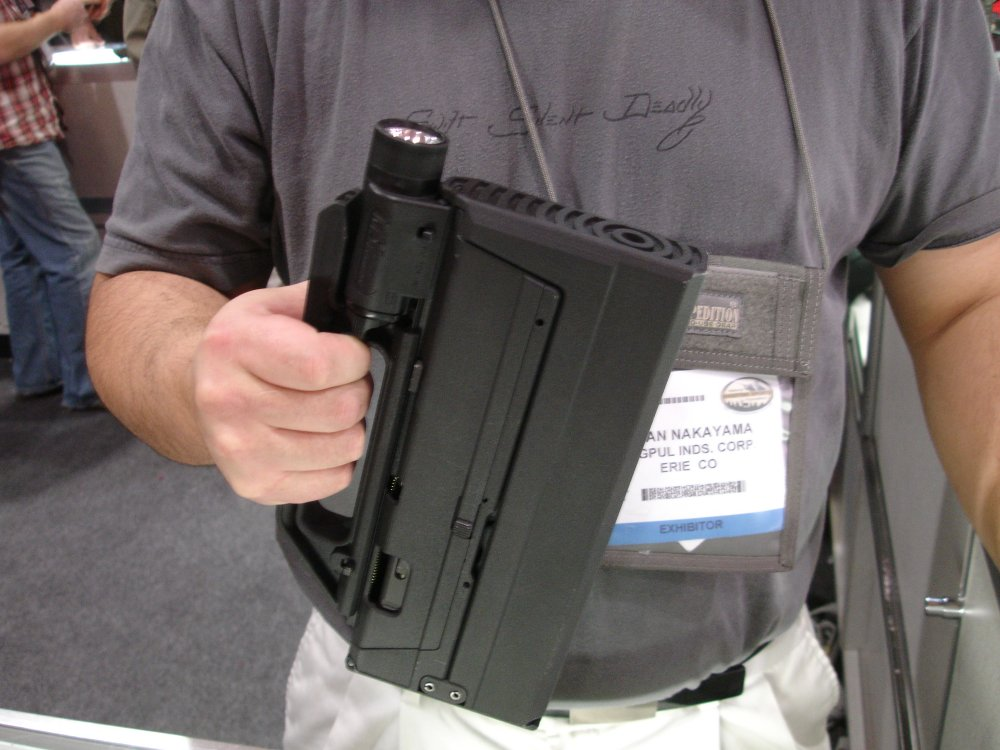 SHOTShow2008 MagPulGlockSubgun Closed 3 2 04 08 <!  :en  >MagPul FMG9: Prototype 9mm Folding Submachine Gun<!  :  >
