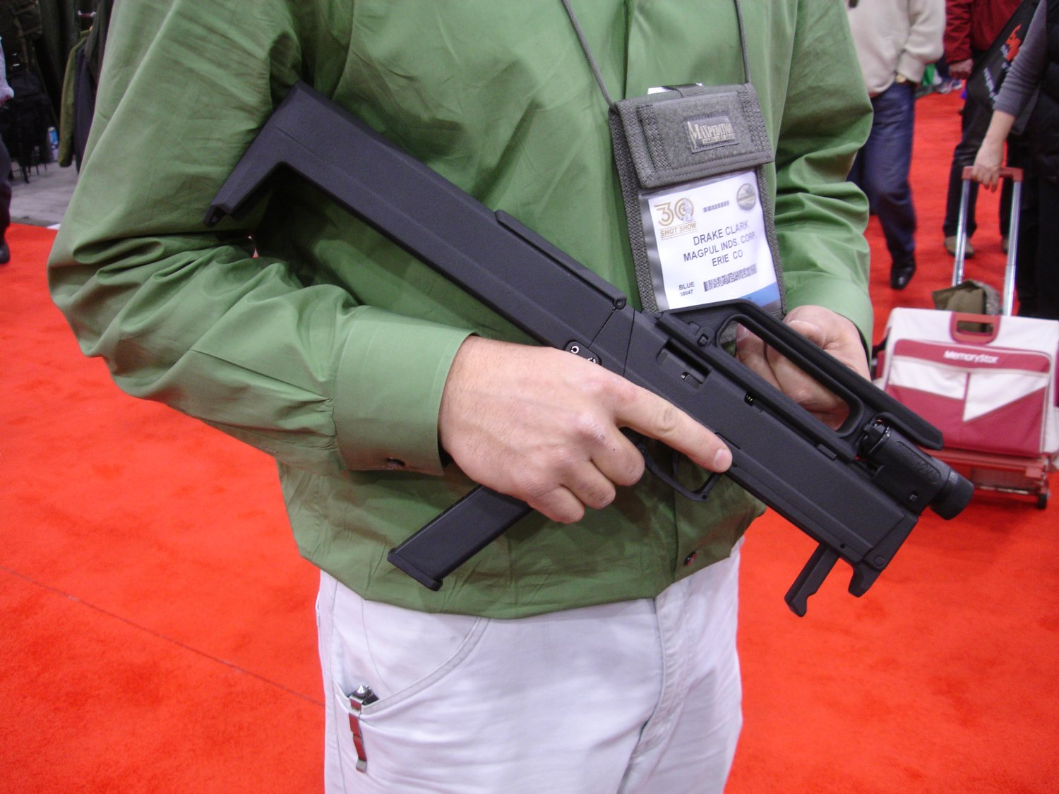 SHOTShow2008 MagPulGlockSubgun Open 1 2 01 2 08 <!  :en  >MagPul FMG9: Prototype 9mm Folding Submachine Gun<!  :  >