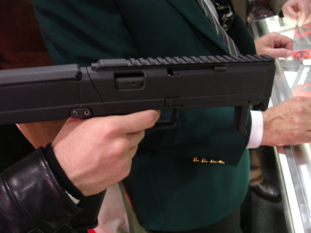 SHOTShow2008 MagPulGlockSubgun Rail 1 2 04 08 <!  :en  >MagPul FMG9: Prototype 9mm Folding Submachine Gun<!  :  >