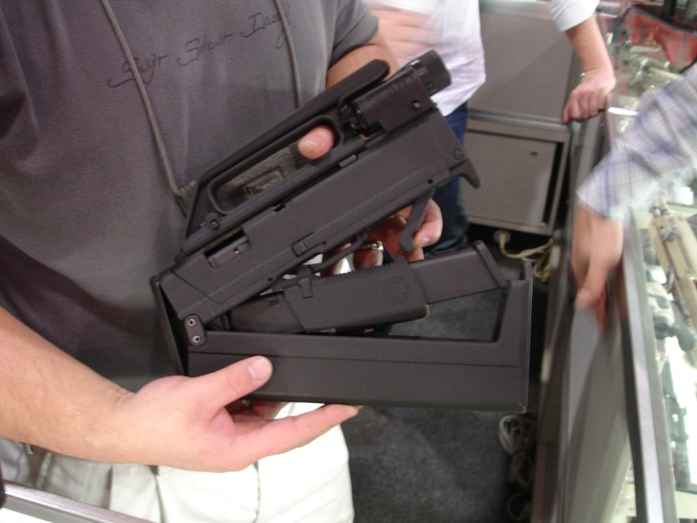 SHOTShow2008 MagPulGlockSubgun Semi Open 2 2 04 08 <!  :en  >MagPul FMG9: Prototype 9mm Folding Submachine Gun<!  :  >
