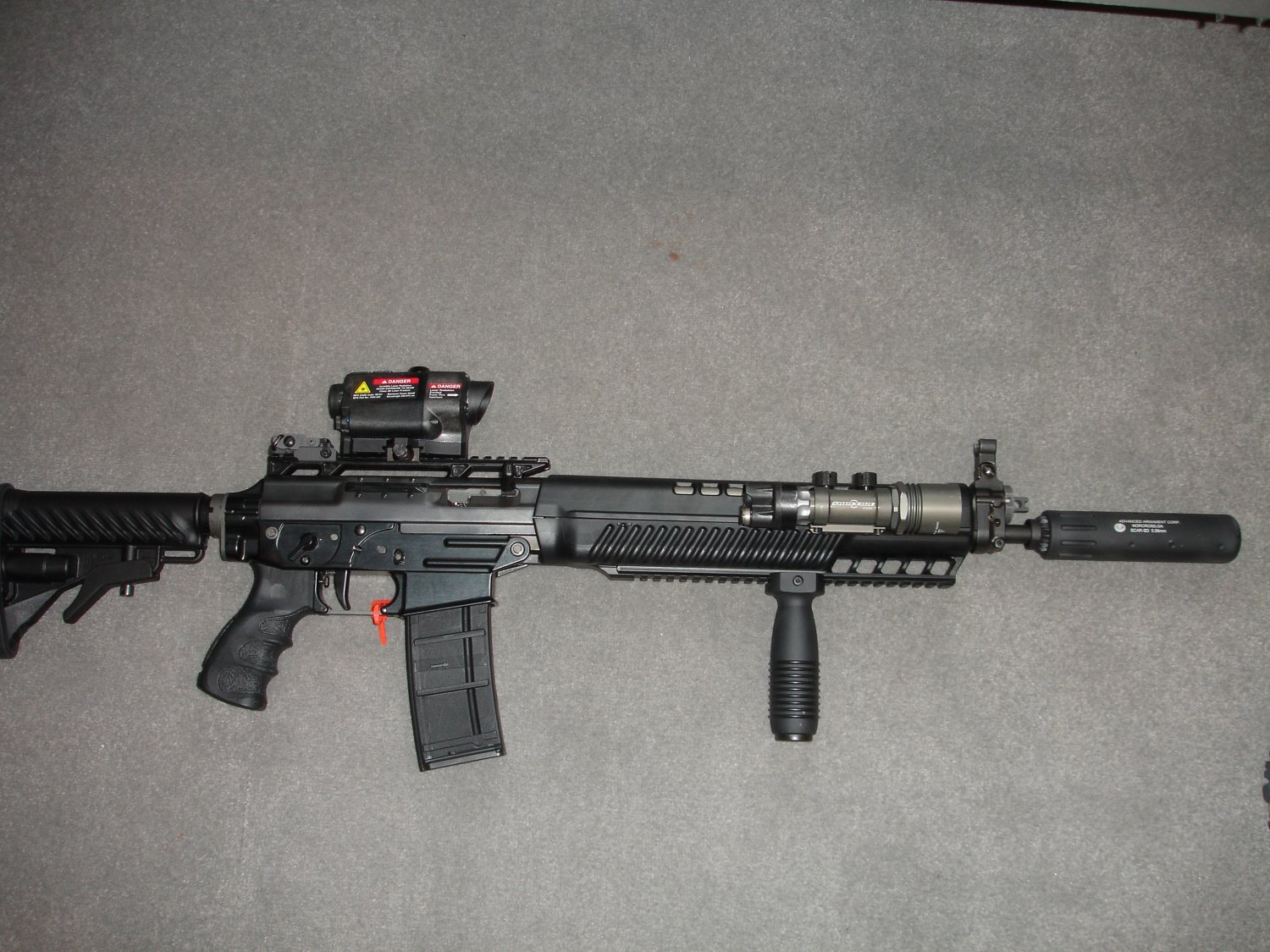 SHOT%20Show%202006%20 %20SIG%20SG556%20Rifle 1%20%28small%29 <!  :en  >SIG 556 SWAT Gas Piston Driven Tactical Rifle/Carbine/Subcarbine<!  :  >