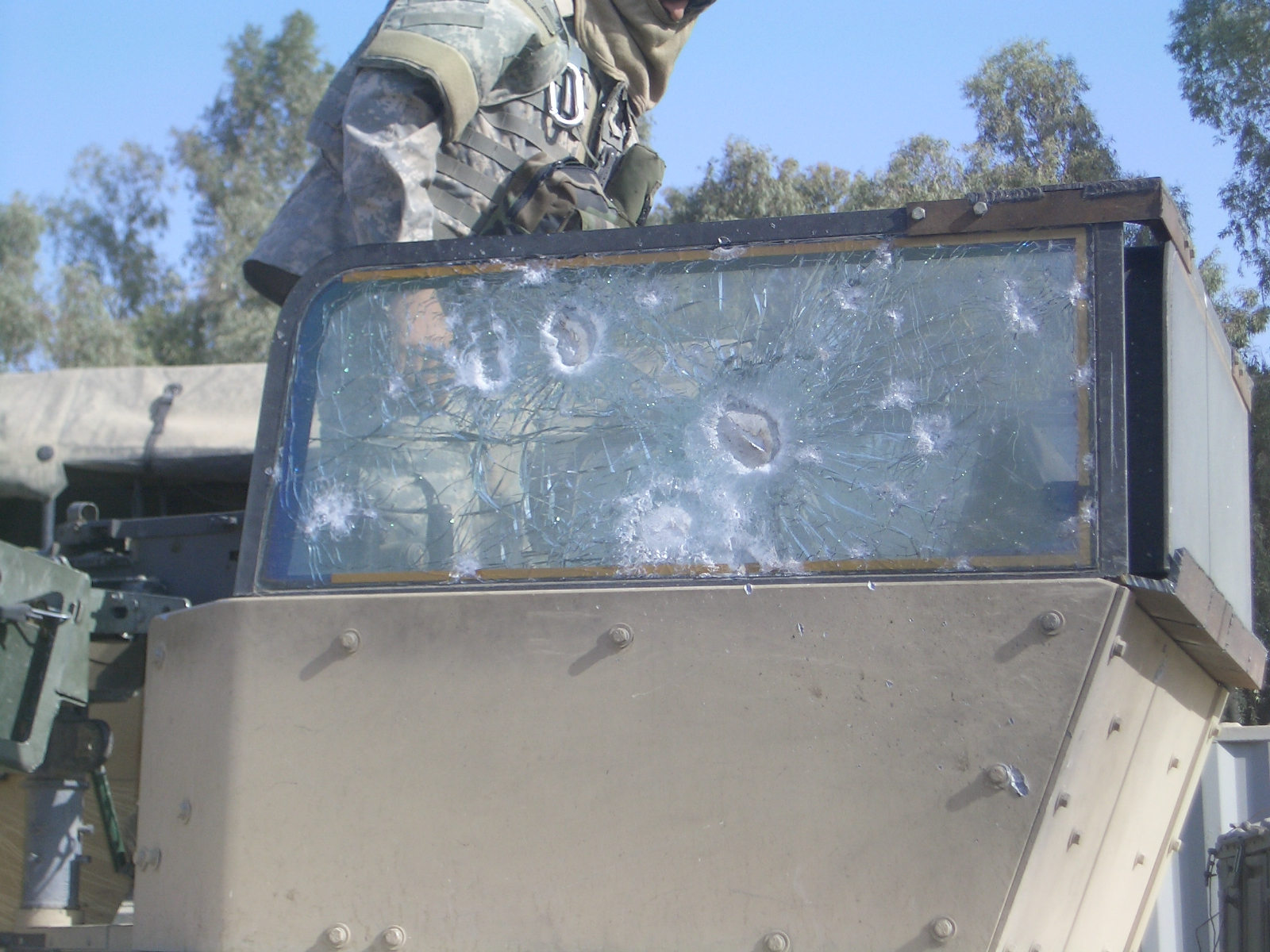 <!  :en  >Swanson Shield Gunners Shield Protecting U.S. Infantry Warfighters in Iraq<!  :  >