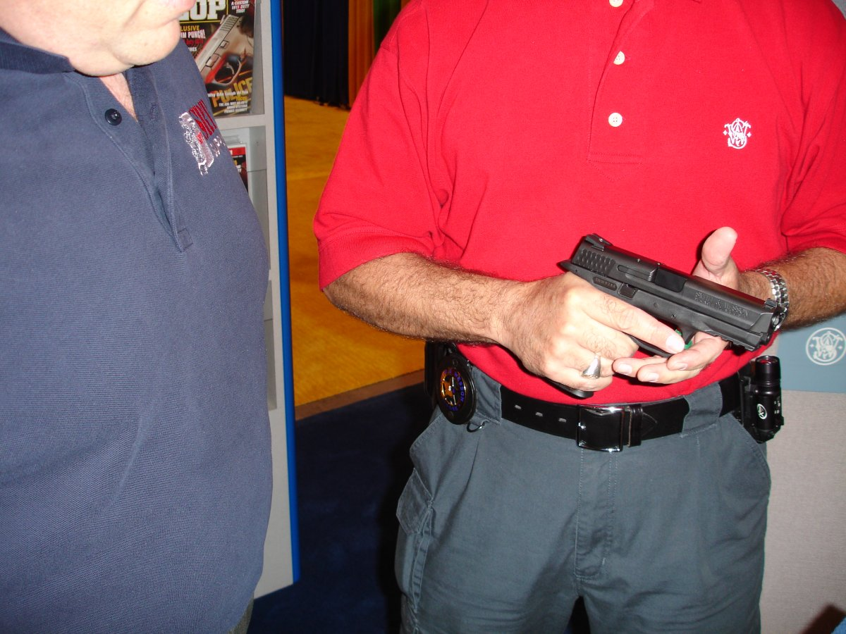 <!  :en  >Smith & Wesson M&P (Military and Police) Pistol Debuts at IACP 2005 Miami (Pics)<!  :  >