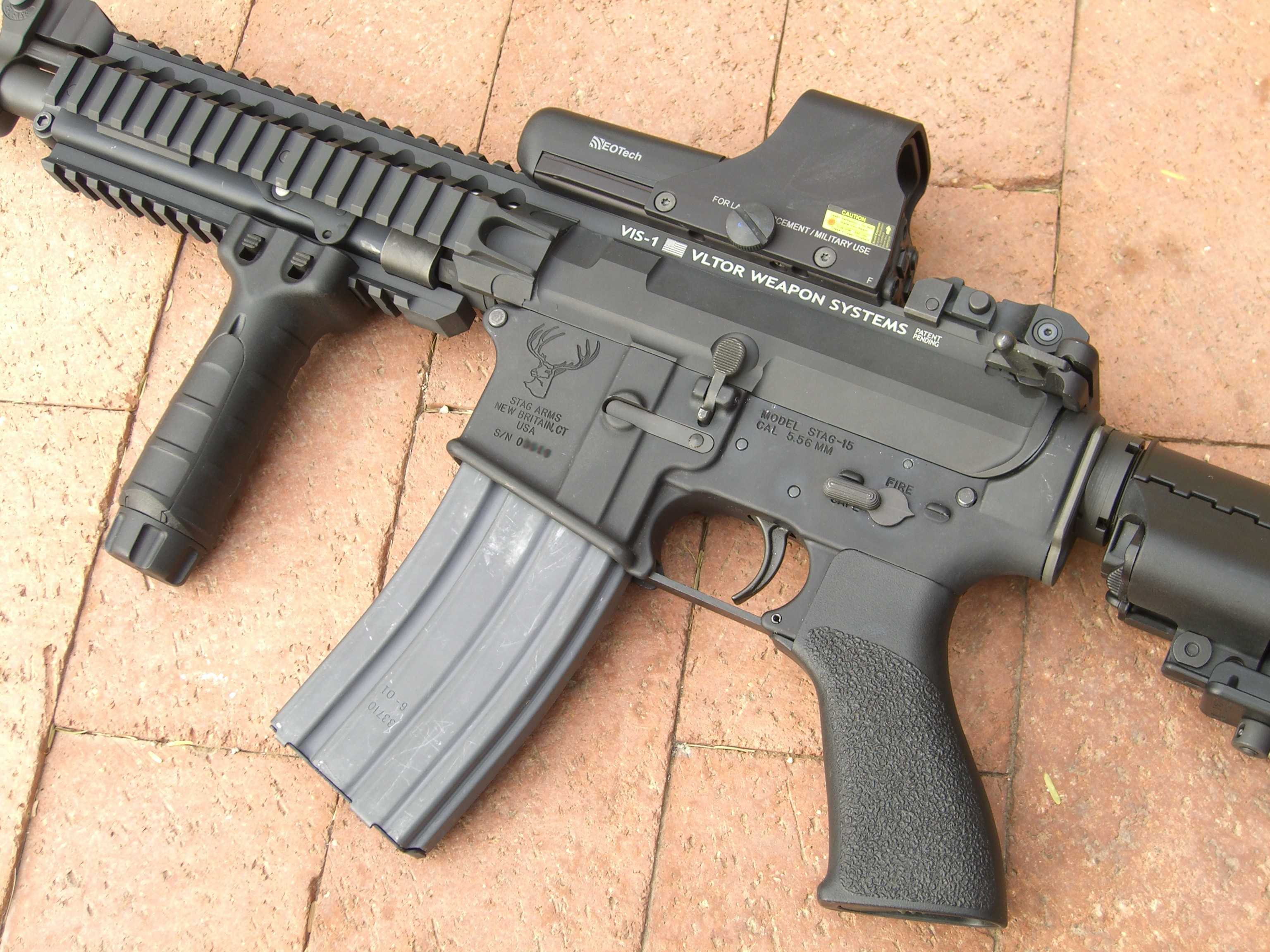 <!  :en  >Live Fire Video: Vltor VIS 1 M4/M4A1 Config Select Fire Carbine<!  :  >