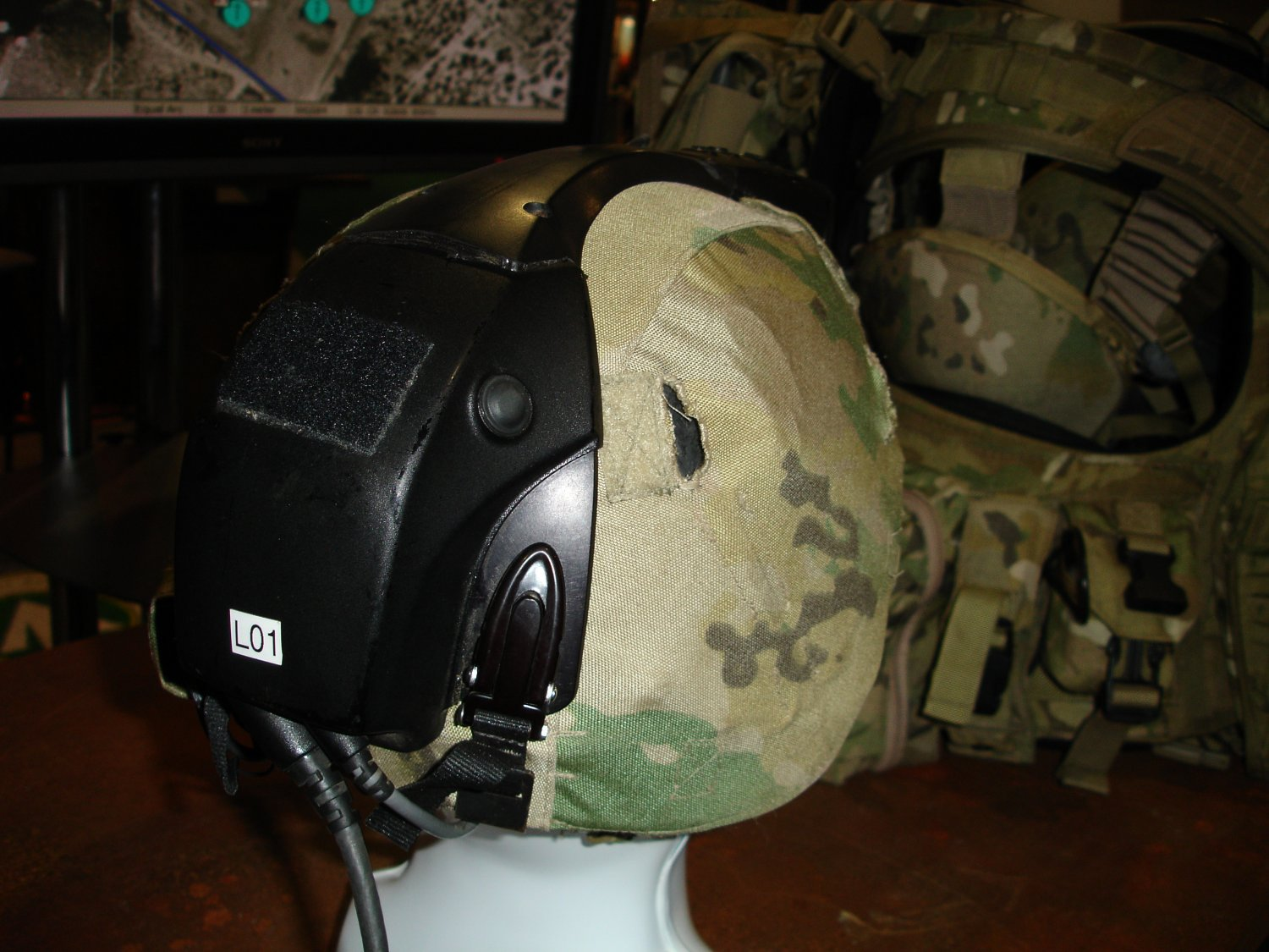 AUSAWinterSymposiumandExhibition2007 FutureForceWarrior RockwellCollinsFusedSensorHMD 3 <!  :en  >Infrared/Night Vision Fusion HMD Developed for Future Force Warrior (FFW)<!  :  >