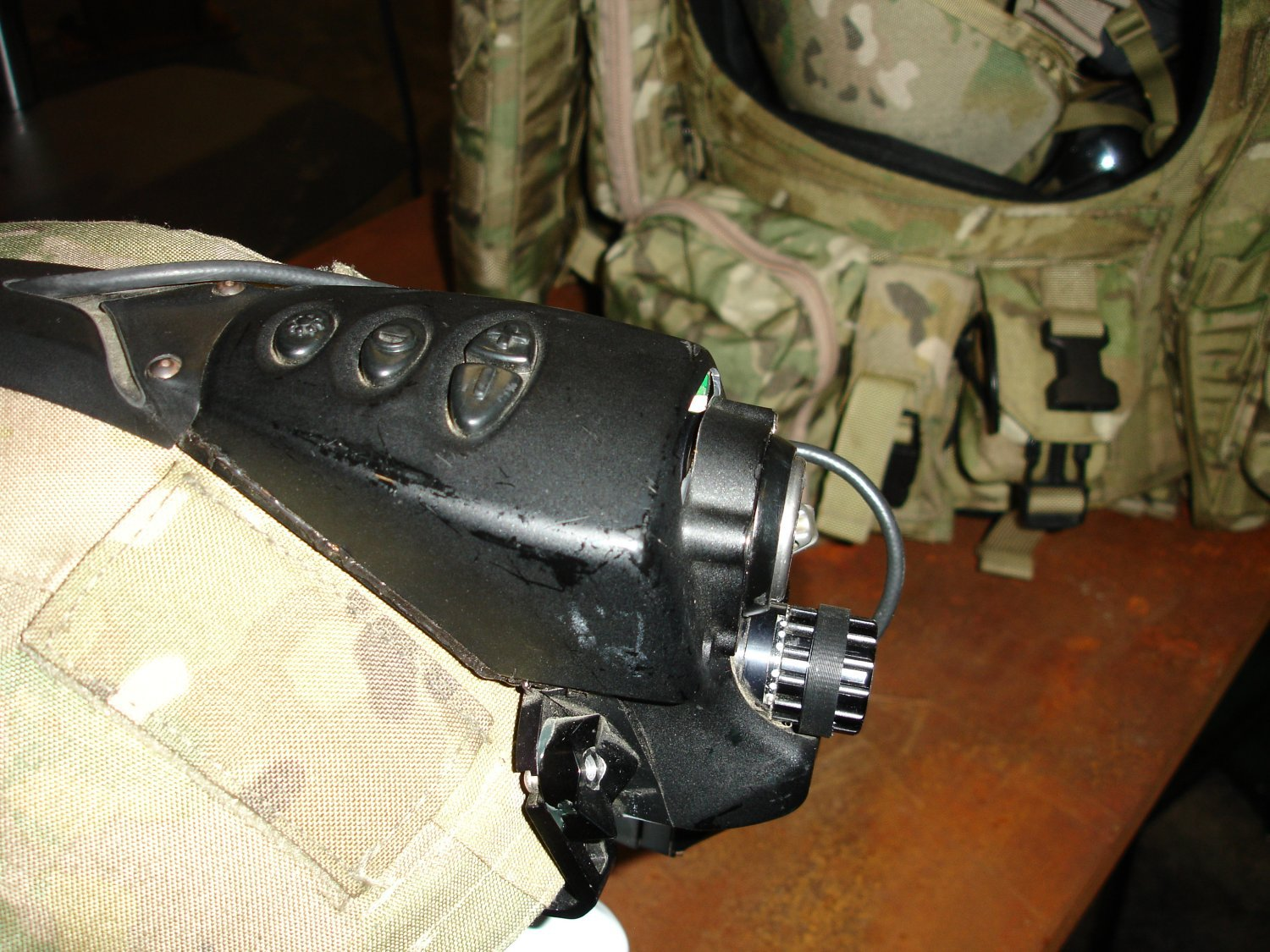 AUSAWinterSymposiumandExhibition2007 FutureForceWarrior RockwellCollinsFusedSensorHMD 4 <!  :en  >Infrared/Night Vision Fusion HMD Developed for Future Force Warrior (FFW)<!  :  >
