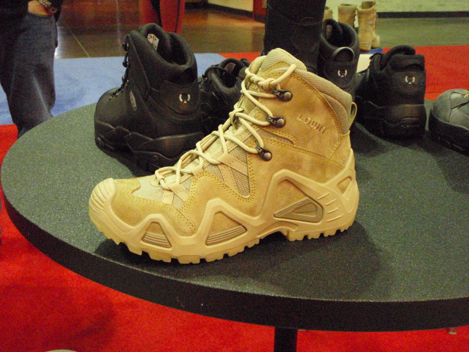 Lowa Tactical Boot 1 <!  :en  >LOWA Tactical Boots Introduces LOWA Desert Mid Tactical Boot at SHOT Show 2009<!  :  >