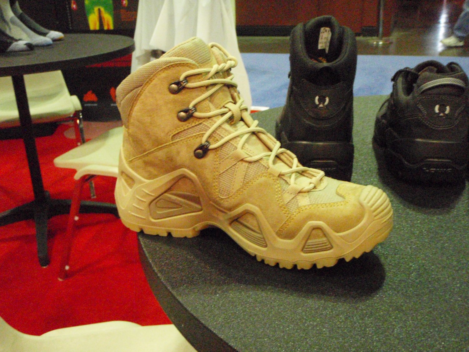 Lowa Tactical Boot 2 <!  :en  >LOWA Tactical Boots Introduces LOWA Desert Mid Tactical Boot at SHOT Show 2009<!  :  >