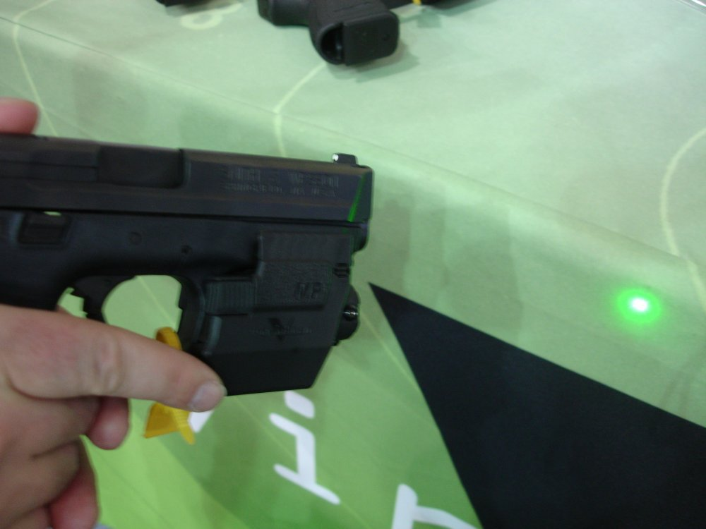 ViridianGreenLaserSights ShotShow2008 2 <!  :en  >Viridian Green Laser Sights for Tactical Weapons: Green Beats Red<!  :  >