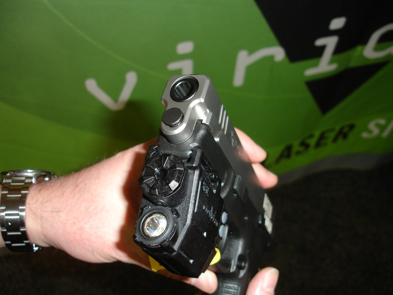 ViridianGreenLaserSights ShotShow2008 3 <!  :en  >Viridian Green Laser Sights for Tactical Weapons: Green Beats Red<!  :  >