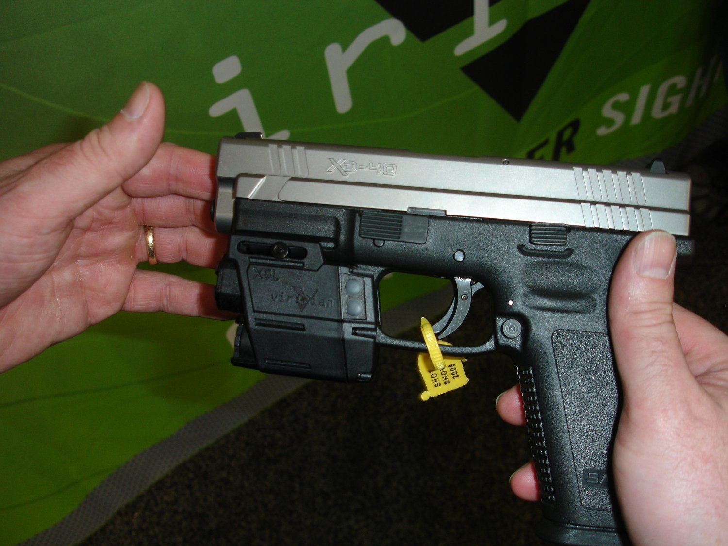 ViridianGreenLaserSights ShotShow2008 4 <!  :en  >Viridian Green Laser Sights for Tactical Weapons: Green Beats Red<!  :  >