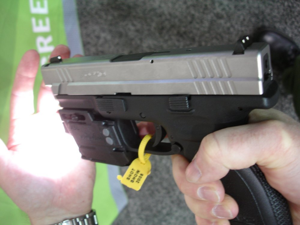 ViridianGreenLaserSights ShotShow2008 7 <!  :en  >Viridian Green Laser Sights for Tactical Weapons: Green Beats Red<!  :  >