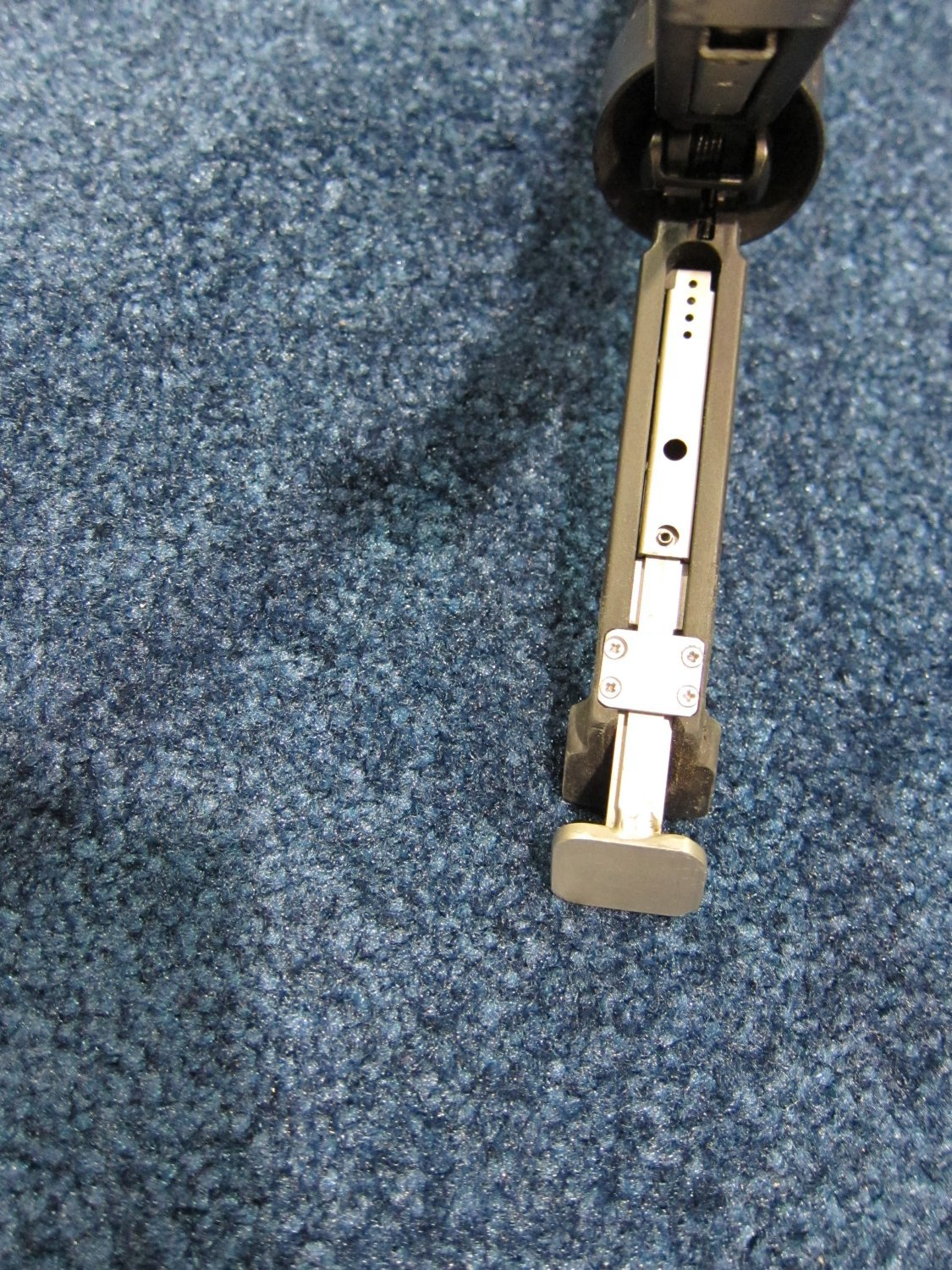 shot show 2010 grip pod system with extendable legs 12 <!  :en  >Grip Pod System (GPS02 Military Model) Gets Independently Extendable Legs!<!  :  >