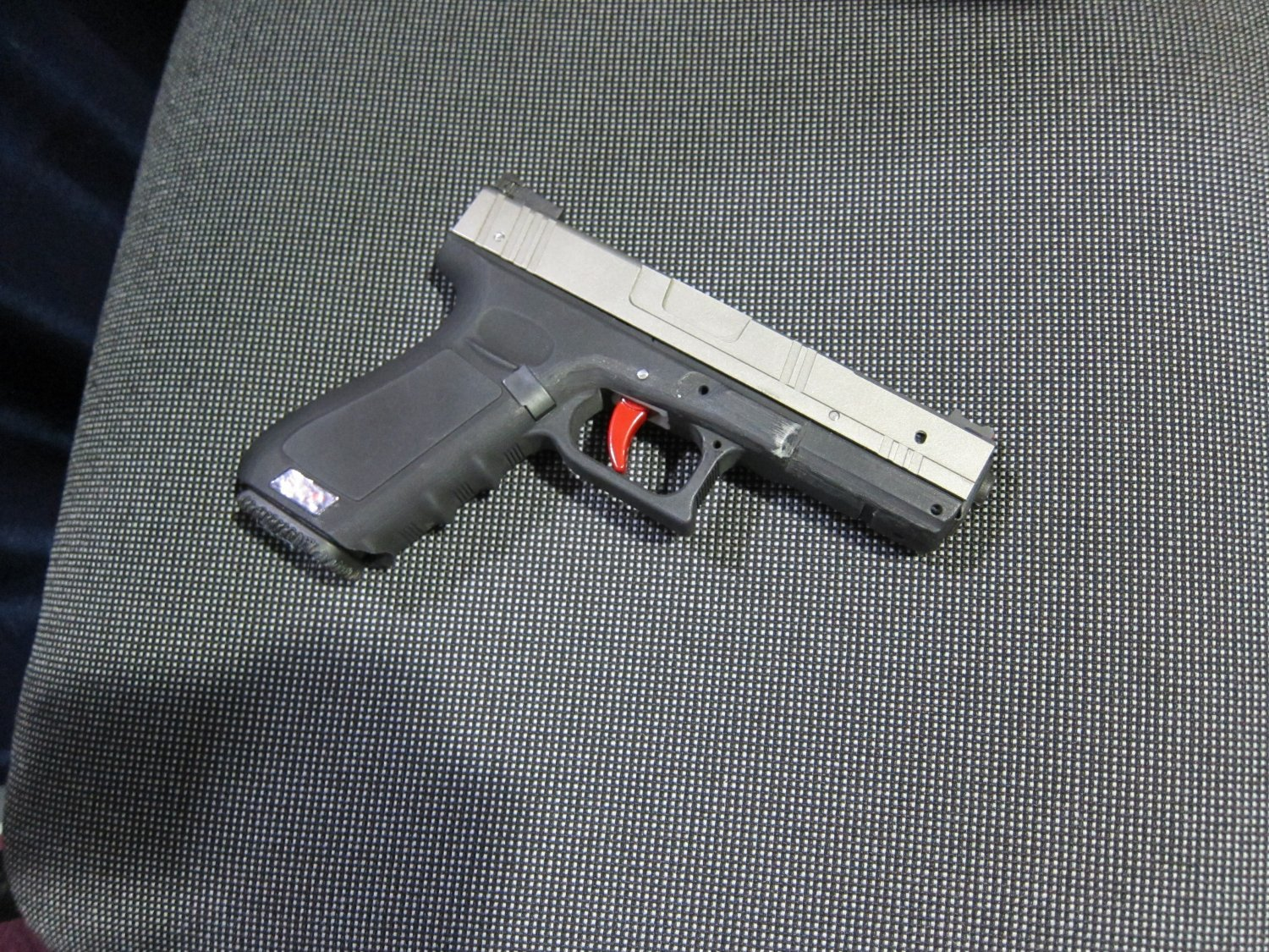 SHOT SHOW 2010 SIRT Training Pistol 2 <!  :en  >Next Level Training (NLT) SIRT Training Pistol: Glock Simulating Laser Training Pistol (with Auto Resetting Trigger) for Better Shooting and Trigger Mechanics<!  :  >