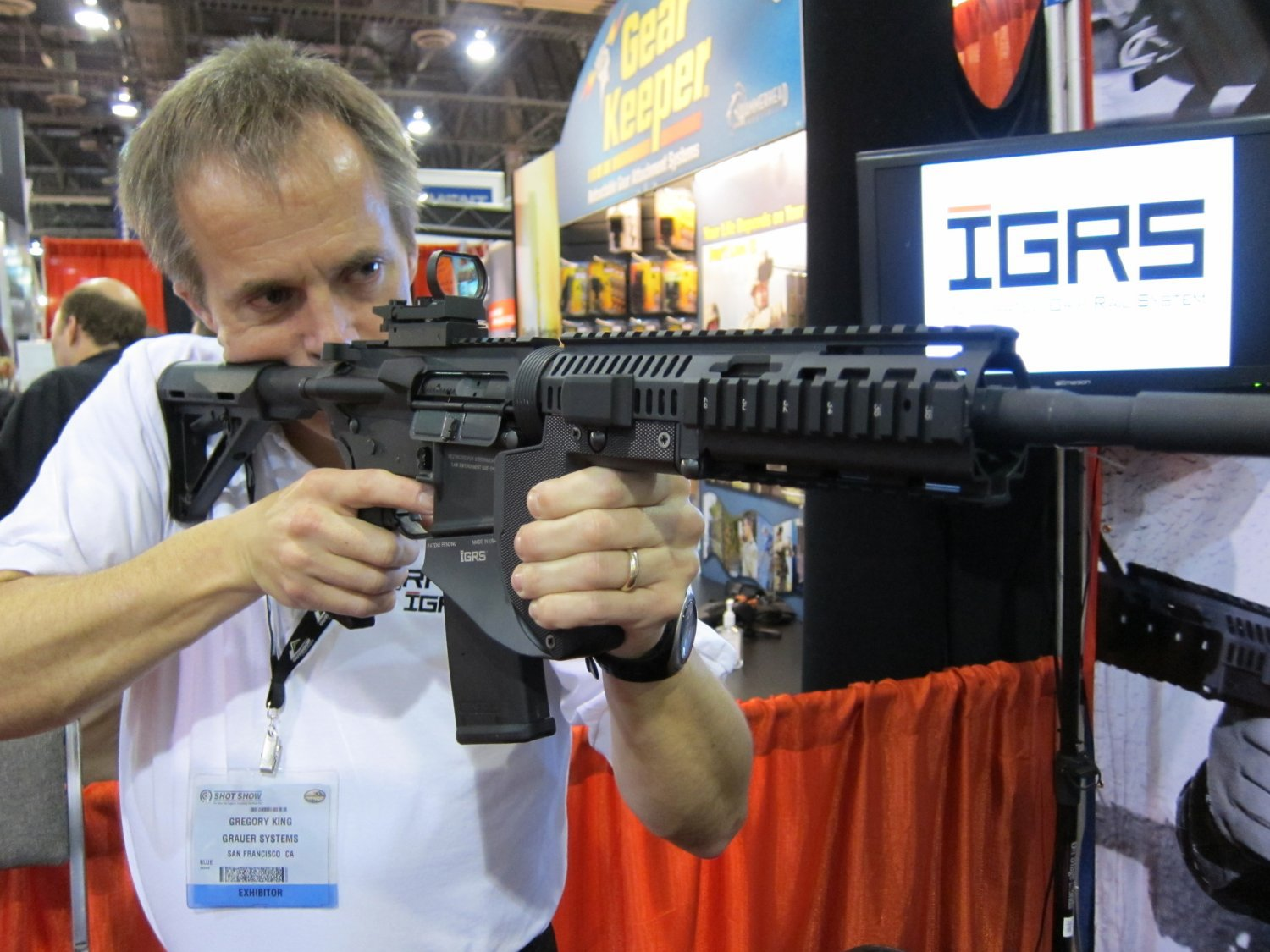 SHOT Show 2010 Grauer Systems Integrated Grip Rail System IGRS 10 <!  :en  >Grauer Systems Integrated Grip Rail System (IGRS) Extended Ramped and Flared Magwell / Vertical Foregrip<!  :  >