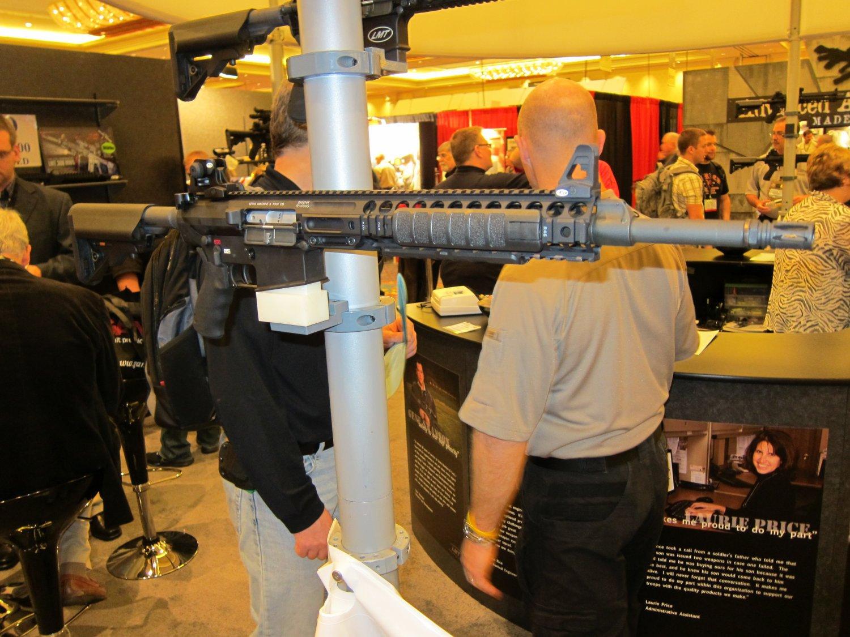 SHOT Show 2010 LMT MRP Gas Piston 7.62mm AR Carbine 1 <!  :en  >LMT .308 Modular Weapon System (MWS) Monolithic Rail Platform (MRP) Semi Auto 7.62mm NATO Tactical AR Battle Rifle/Carbine<!  :  >
