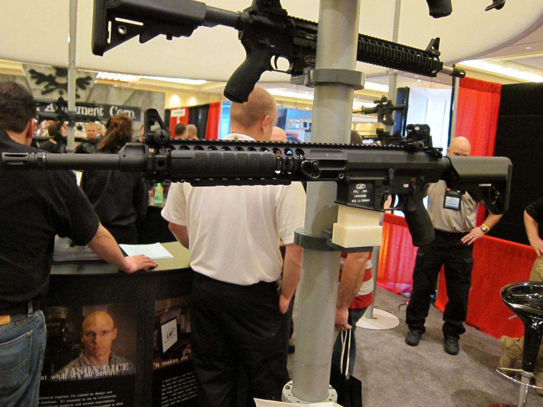 SHOT Show 2010 LMT MRP Gas Piston 7.62mm AR Carbine 2 <!  :en  >LMT .308 Modular Weapon System (MWS) Monolithic Rail Platform (MRP) Semi Auto 7.62mm NATO Tactical AR Battle Rifle/Carbine<!  :  >