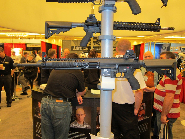 SHOT Show 2010 LMT MRP Gas Piston 7.62mm AR Carbine 3 <!  :en  >LMT .308 Modular Weapon System (MWS) Monolithic Rail Platform (MRP) Semi Auto 7.62mm NATO Tactical AR Battle Rifle/Carbine<!  :  >