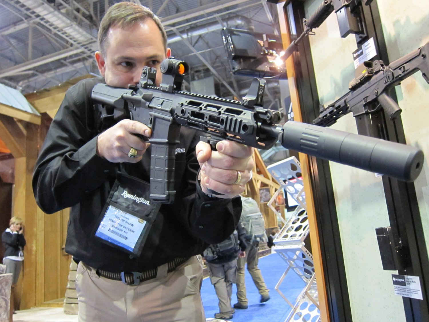 SHOT Show 2010 Remington Military R4 Gas Piston Op Rod AR 5.56mm 5 Remington Military R 4 Gas Piston Carbine (GPC) Tactical AR Carbine with Proprietary Monolithic Rail System (Pics!)