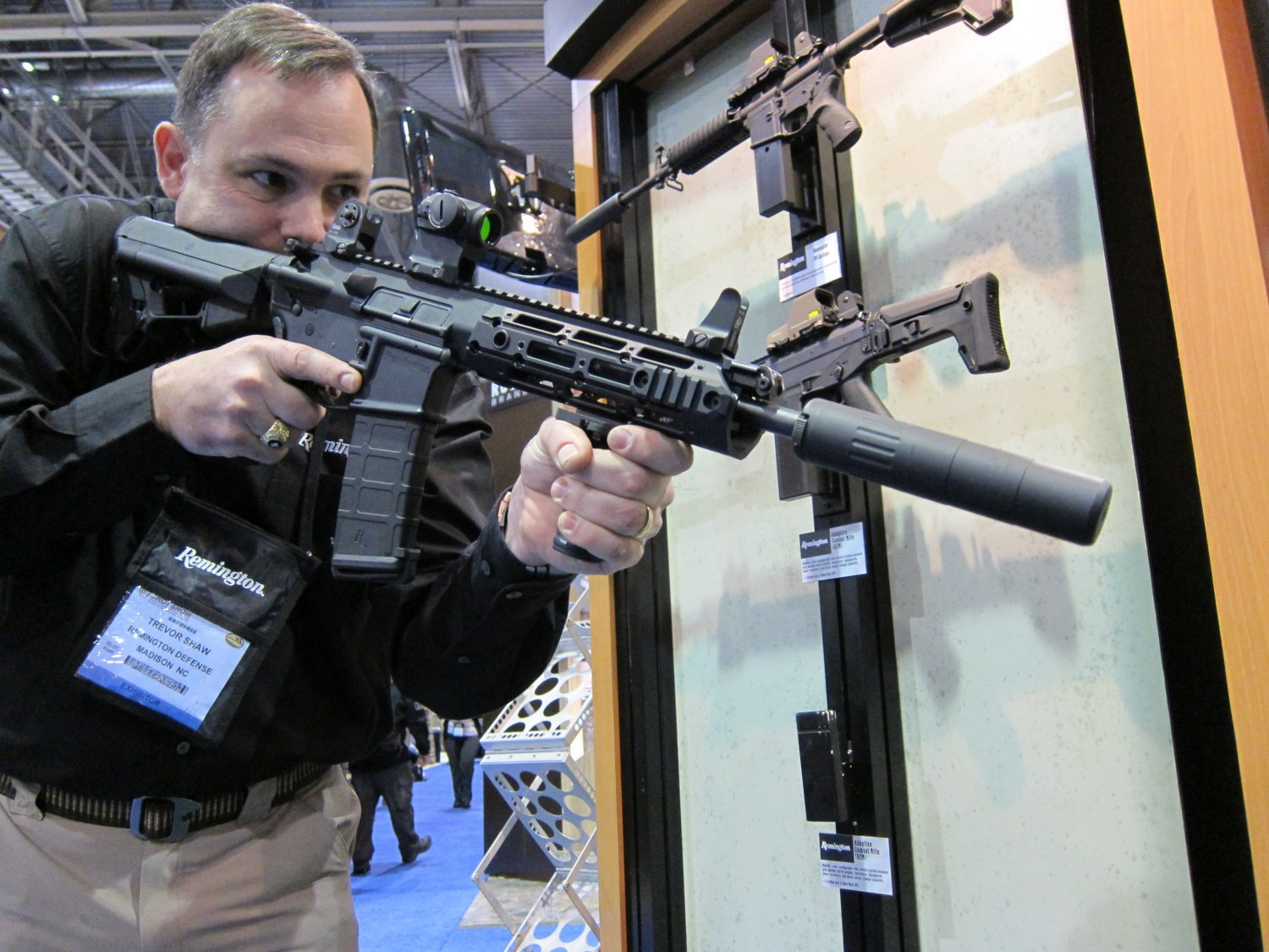 SHOT Show 2010 Remington Military R4 Gas Piston Op Rod AR 5.56mm 6 Remington Military R 4 Gas Piston Carbine (GPC) Tactical AR Carbine with Proprietary Monolithic Rail System (Pics!)