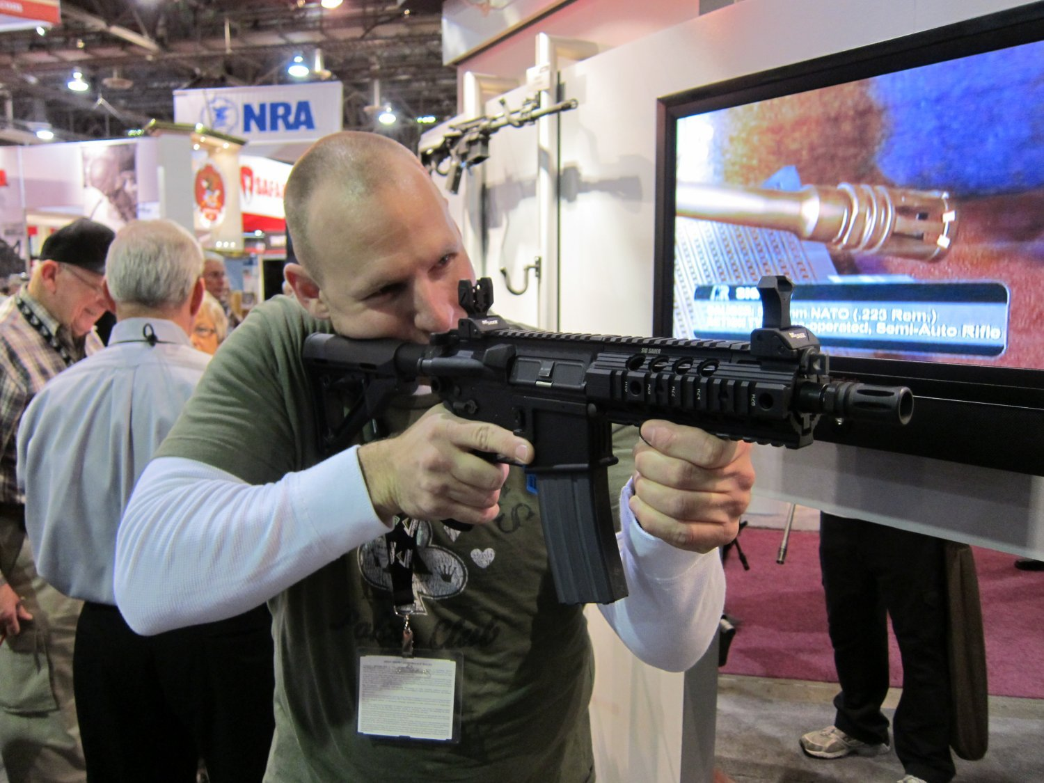 SHOT Show 2010 SIG SAUER SIG516 Gas Piston Op Rod Carbine SBR Series 1 <!  :en  >SIG Sauer SIG516 (5.56mm) and SIG716 (7.62mm) Short Stroke Gas Piston/Op Rod System Tactical AR Rifle/Carbine/SBR Series at SHOT Show 2010 (Photos!) <!  :  >