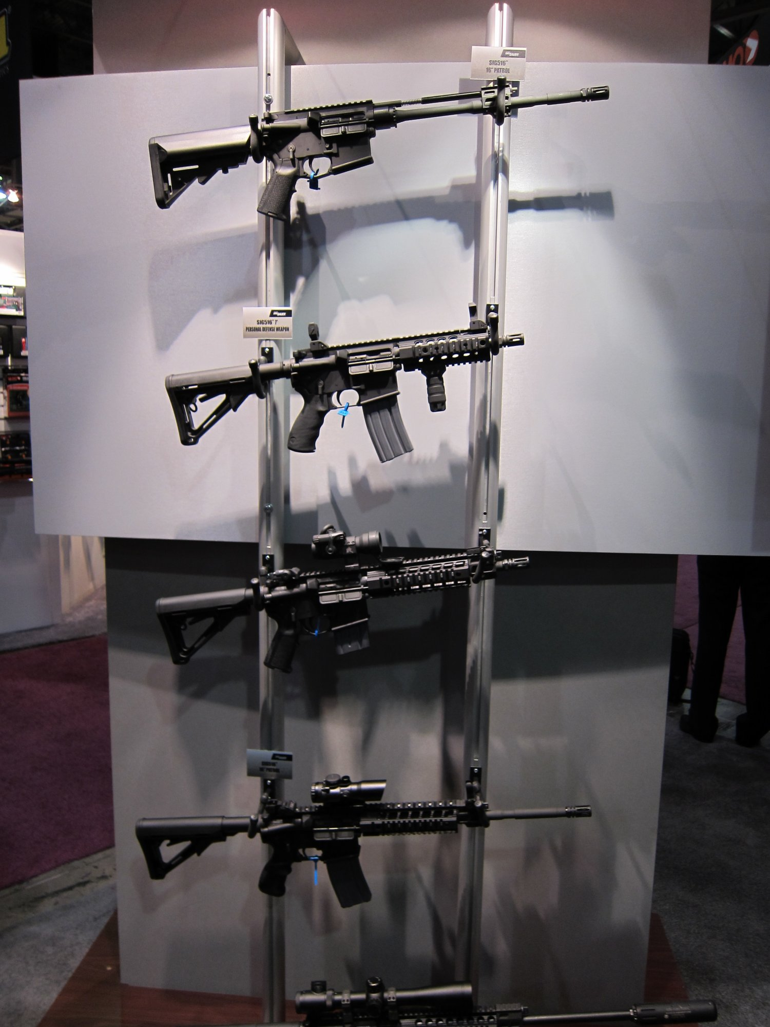 SHOT Show 2010 SIG SAUER SIG516 Gas Piston Op Rod Carbine SBR Series 32 <!  :en  >SIG Sauer SIG516 (5.56mm) and SIG716 (7.62mm) Short Stroke Gas Piston/Op Rod System Tactical AR Rifle/Carbine/SBR Series at SHOT Show 2010 (Photos!) <!  :  >