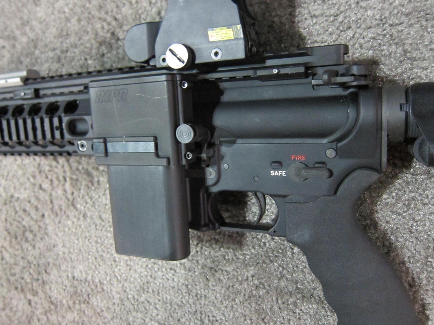 Reset RIPR Rifle Integrated Power Rail 4 <!  :en  >Reset RIPR (Rifle Integrated Power Rail): Central Power Source for Tactical AR Rifle/Carbine/SBR Accessories<!  :  >